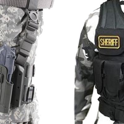 Imagen de una Funda Blackhawk SERPA y un Chaleco Táctico Blackhawk OMEGA