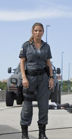 La actriz Elsa Pataky vestida con algunos elementos de ropa Blackhawk, en la película Fast and Furious