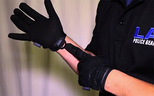 Mechanix como marca de guantes policiales
